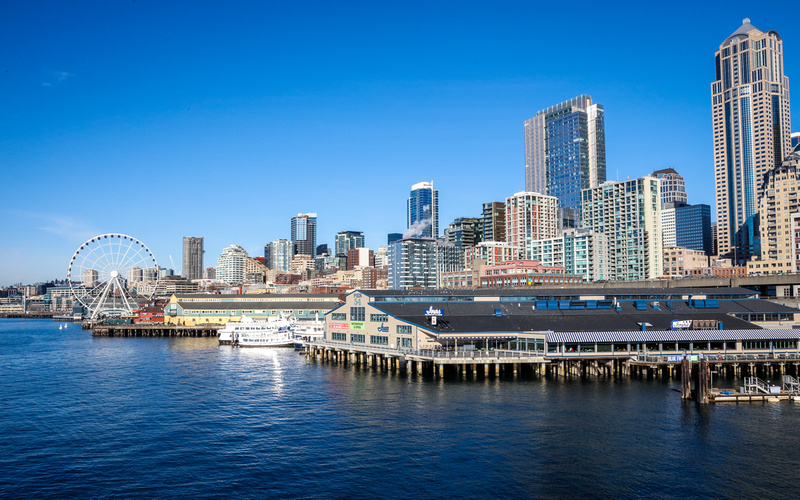 Wedding photography, a skyline of the Seattle harbor on a sunny day.