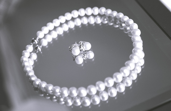 Wedding photography, a set of pearl earrings and necklace.